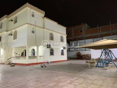 10 Bedroom Villa for Sale in Jeddah, Western Region - Luxury villa with swimming pool for sale in Taiba District, North Jeddah