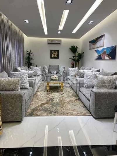 Villa for Sale in Riyadh, Riyadh Region - Villa for sale Abd al-Malik al-Fihri Street, Al Qirawan district, north of Riyadh