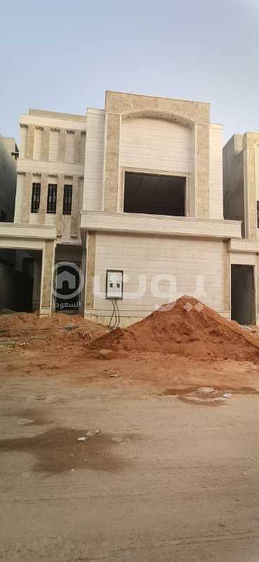 5 Bedroom Villa for Sale in Riyadh, Riyadh Region - Villa with stairs and hall for sale in Al Munsiyah, east of Riyadh