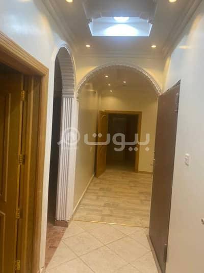 دور 5 غرف نوم للايجار في الرياض، منطقة الرياض - للإيجار دور أول بحي لبن، غرب الرياض