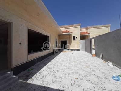 4 Bedroom Floor for Sale in Hail, Hail Region - FLoor for sale in Al khuzama neighborhood, Hail
