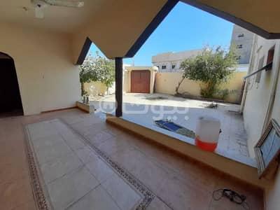 فیلا 8 غرف نوم للبيع في حائل، منطقة حائل - فيلا درج داخلي للبيع بحي السمراء، حائل