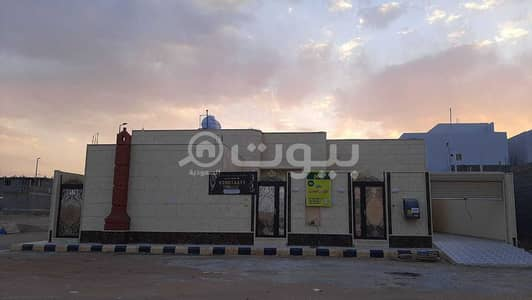3 Bedroom Floor for Sale in Hail, Hail Region - A luxury floor for sale in Al Suwayfilah, Hail