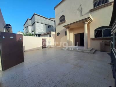 7 Bedroom Villa for Sale in Hail, Hail Region - Villa floor and 2 apartments for sale in Al Nafl, Hail