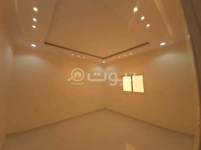 5 Bedroom Floor for Sale in Hail, Hail Region - Floor for sale in Al Nisiyah district, Hail