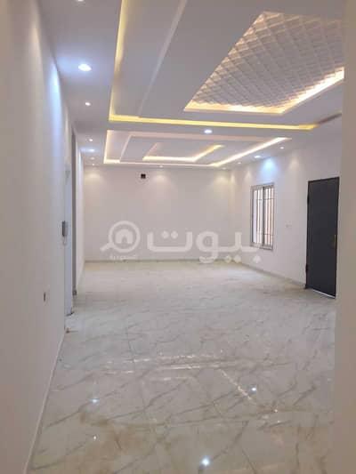 Villa for Sale in Riyadh, Riyadh Region - Villa staircase in the hall and two apartments for sale in Al-Rimal, east of Riyadh | 340 sqm