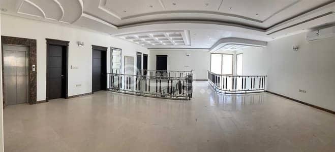فیلا 6 غرف نوم للبيع في الرياض، منطقة الرياض - للبيع فيلا درج صالة بالملقا، شمال الرياض