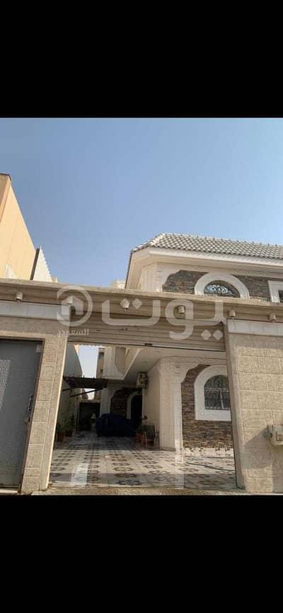 Villa for Sale in Riyadh, Riyadh Region - Residential villa with 3 apartments for sale in Ishbiliyah District, East of Riyadh