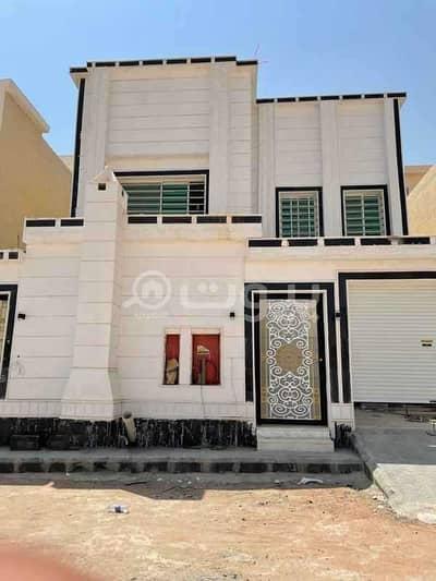 5 Bedroom Villa for Sale in Riyadh, Riyadh Region - Villa staircase hall for sale and two apartments in Tuwaiq, west of Riyadh