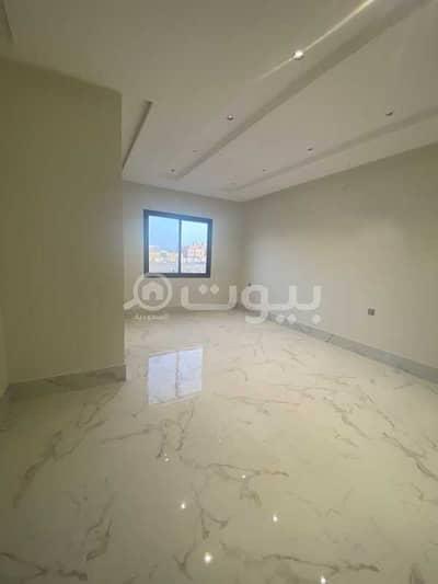 4 Bedroom Villa for Sale in Riyadh, Riyadh Region - Luxury Villa staircase hall for sale in Al Mahdiyah, West Riyadh