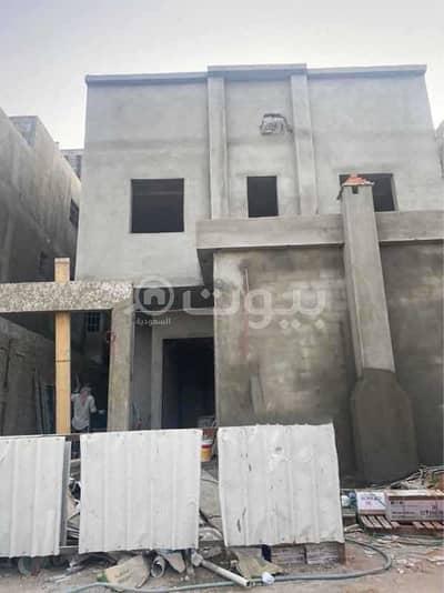 فیلا 5 غرف نوم للبيع في الرياض، منطقة الرياض - فيلا درج داخلي وشقة للبيع بحي المونسية، شرق الرياض