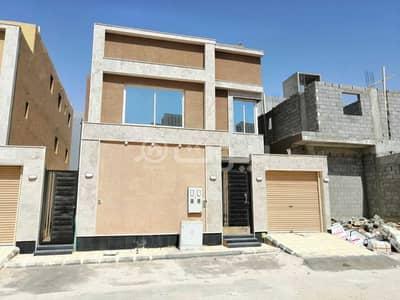 فیلا 5 غرف نوم للبيع في الرياض، منطقة الرياض - للبيع فيلا مع شقة بالسطح في حي الرمال شرق بالرياض