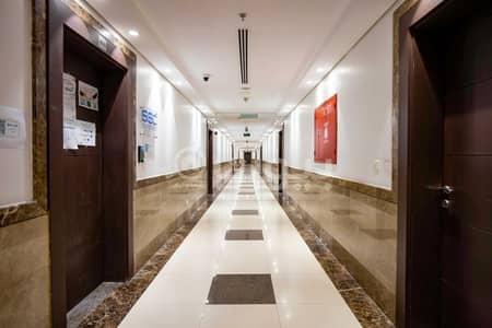 صالة عرض  للايجار في جدة، المنطقة الغربية - معرض رقم 2 للإيجار في برج بلاتيني في حي الفيصلية شمال جدة