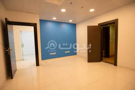 صالة عرض  للايجار في جدة، المنطقة الغربية - معرض رقم 3 للإيجار في برج بلاتيني في حي الفيصلية شمال جدة