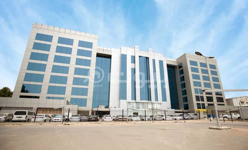 Office for Rent in Jeddah, Western Region - Offices for rent in Platini Tower in Al Faisaliyah District, north of Jeddah