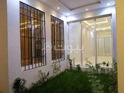 Villa for Sale in Riyadh, Riyadh Region - Villa for sale in Al-Yarmuk district, east of Riyadh | with 2 apartments
