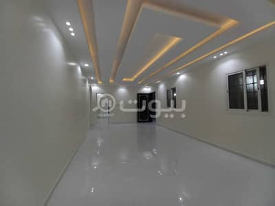 Floor for Sale in Riyadh, Riyadh Region - Floor with PVT garage for sale in Al Dar Al Baida, South of Riyadh