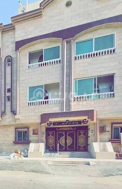 8 Bedroom Residential Building for Sale in Jeddah, Western Region - For Sale Residential Building In Al Nuzhah, North Jeddah