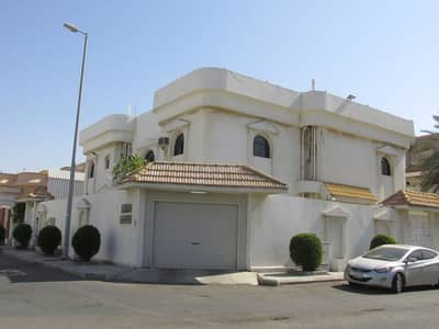7 Bedroom Villa for Sale in Jeddah, Western Region - فيلا 806 متر للبيع بحي النعيم، جدة