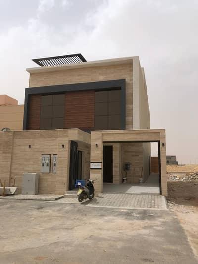 فیلا 4 غرف نوم للبيع في الرياض، منطقة الرياض - فيلا درج داخلي وشقتين للبيع في حي الأمانة، الرياض