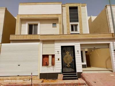 فیلا 5 غرف نوم للبيع في الرياض، منطقة الرياض - فيلا درج داخلي وشقتين للبيع مساحة 403 متر بحي القادسية شرق الرياض