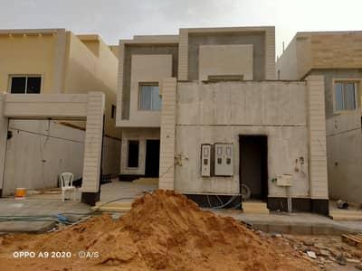 فيلا درج داخلي وشقتين للبيع بحي القادسية  - شرق الرياض