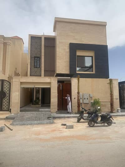 Villa for Sale in Riyadh, Riyadh Region - Villa and two apartments for sale in Al Narjis district 360 SQM