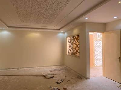 فیلا 5 غرف نوم للبيع في الرياض، منطقة الرياض - للبيع فيلا دوبلكس درج بالصالة 200 متر في حي العزيزية