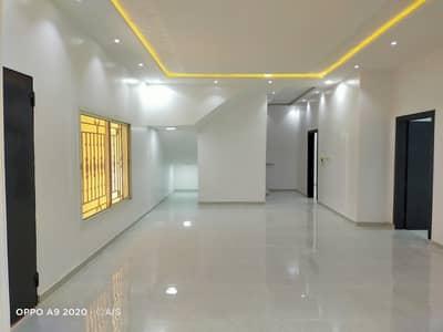 فیلا 5 غرف نوم للبيع في الرياض، منطقة الرياض - فيلا للبيع مساحة 360 متر بحي القادسية شرق الرياض