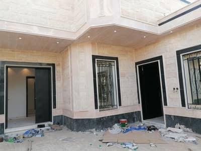 5 Bedroom Villa for Sale in Riyadh, Riyadh Region - Villa with Stairs in hall and 2 apartments for sale in Namar, West of Riyadh