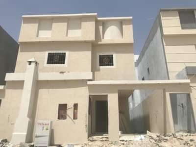 5 Bedroom Villa for Sale in Riyadh, Riyadh Region - Internal Staircase Villa And An Apartment For Sale In Al Dar Al Baida