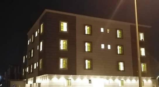 شقة 5 غرف نوم للبيع في الرياض، منطقة الرياض - للبيع شقة أرضية دورين فاخرة مع حوش للبيع بحي ظهرة لبن