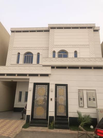 فیلا 4 غرف نوم للبيع في الرياض، منطقة الرياض - فيلا درج داخلي وشقتين بحي الرمال، الرياض|354م2