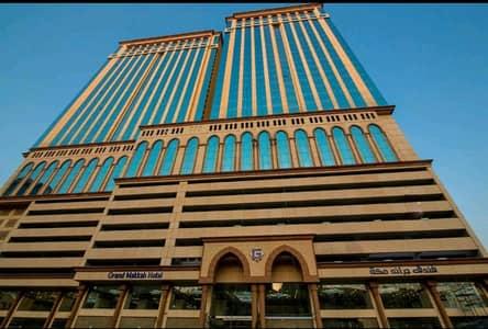 شقة فندقية  للبيع في مكة، المنطقة الغربية - للبيع فندق راقي بالحرم، مكة المكرمة   3176م2