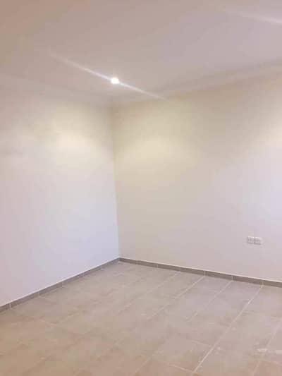 شقة 3 غرف نوم للايجار في الرياض، منطقة الرياض - شقة بفيلا للإيجار بشارع الرمال، الياسمين