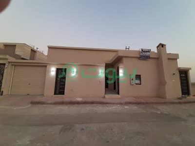 5 Bedroom Floor for Sale in Riyadh, Riyadh Region - Floor with the possibility of establishing 3 apartments in Al Mahdiyah, West of Riyadh