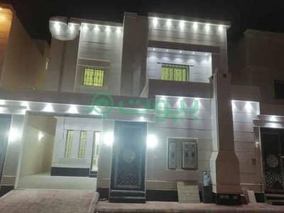 4 Bedroom Villa for Sale in Riyadh, Riyadh Region - Internal staircase villa and 2 apartments for sale in Al Rimal, East Riyadh  350sqm