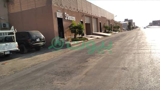 Commercial Land for Sale in Riyadh, Riyadh Region - Commercial land 2700 sqm for sale in Al Qirawan, north of Riyadh