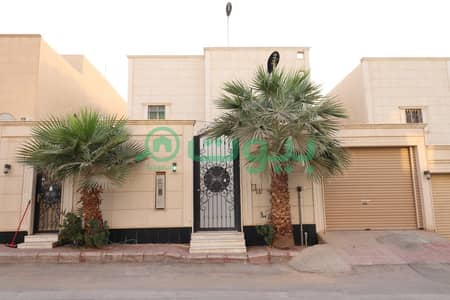 4 Bedroom Villa for Sale in Riyadh, Riyadh Region - An internal staircase villa for sale in Al Yasmin, North of Riyadh