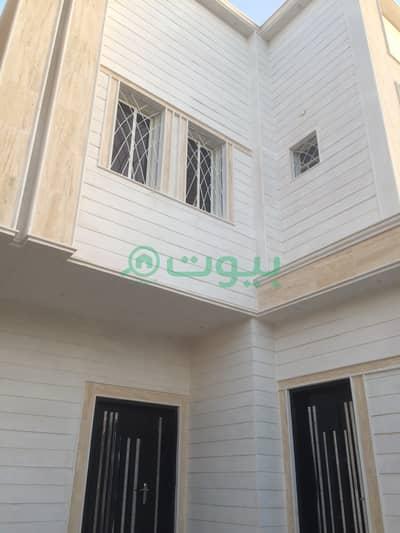 فیلا 5 غرف نوم للبيع في الرياض، منطقة الرياض - فيلا درج داخلي وشقتين للبيع في الرمال، شرق الرياض