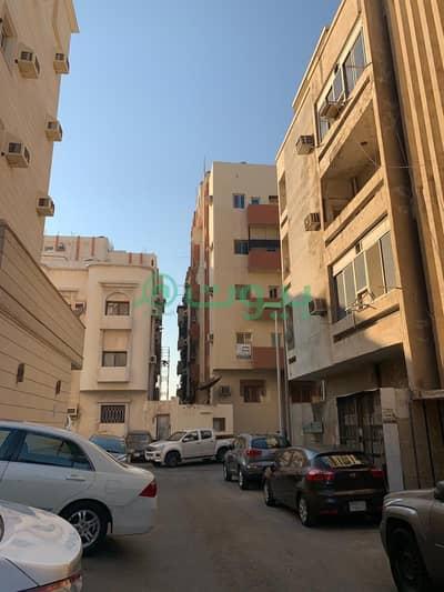 Residential Building for Sale in Jeddah, Western Region - Residential building for sale in Al Thaghr, South of Jeddah