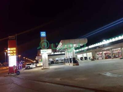Other Commercial for Rent in Riyadh, Riyadh Region - Shop In a Gas Station For Rent In Dhahrat Laban, West Riyadh